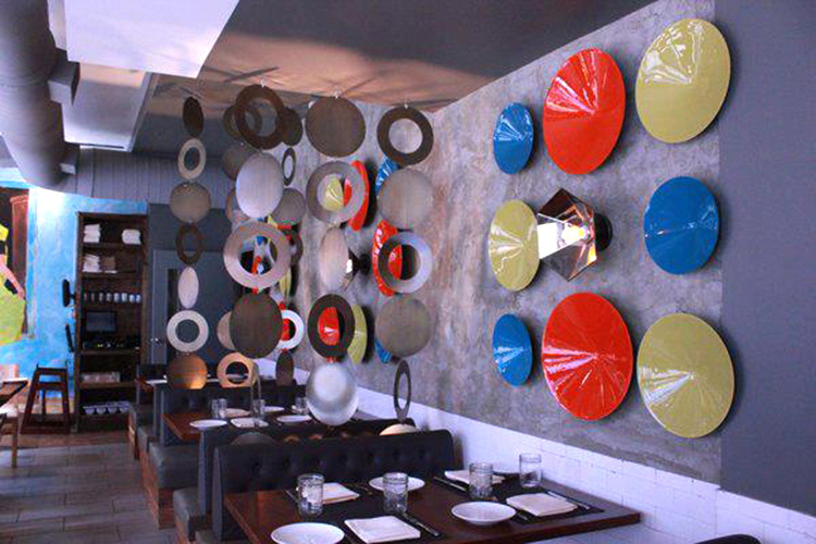 plates on wall at Chote Nawab