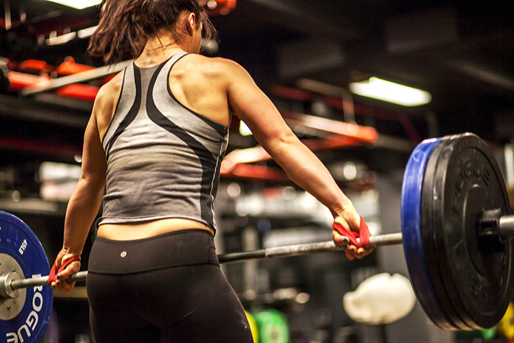 woman lifting weigts at Crossfit Solace